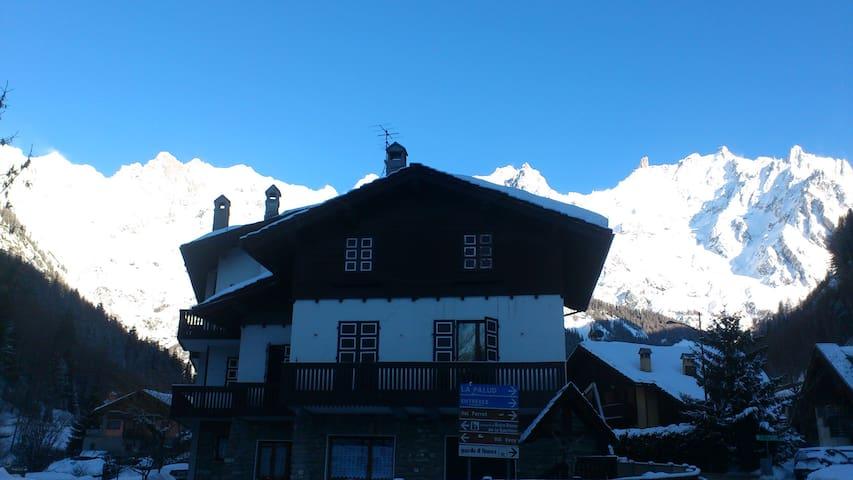 Skiing in Courmayeur Mont Blanc!! - Courmayeur - Lägenhet
