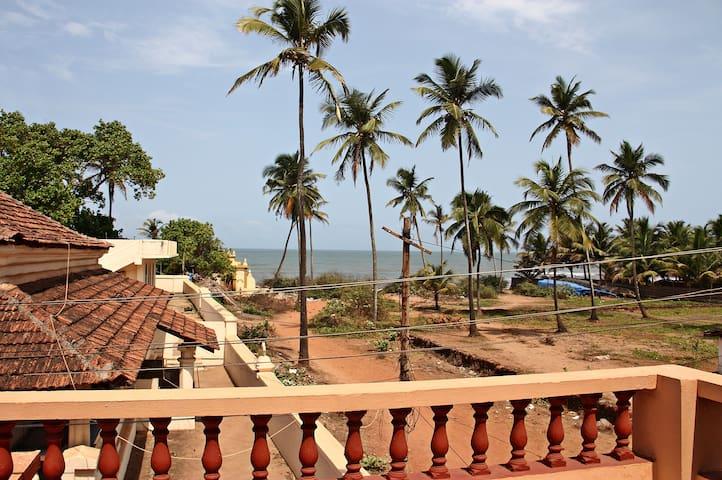 Old Cosy Romantic Beach-side Villa. - Anjuna