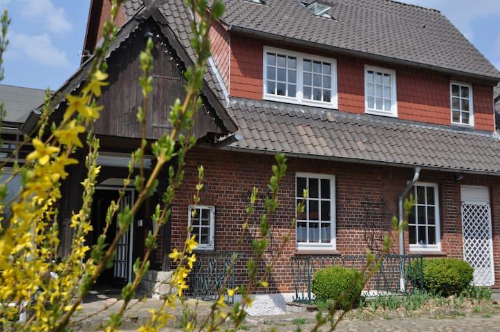 Großes Haus mit Garten vor Hamburg - Bispingen - Casa