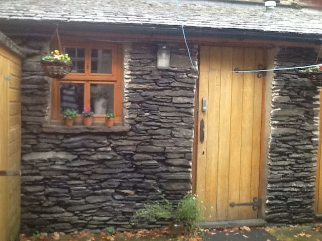 Lovely converted outhouse-twin beds - Windermere - Бунгало
