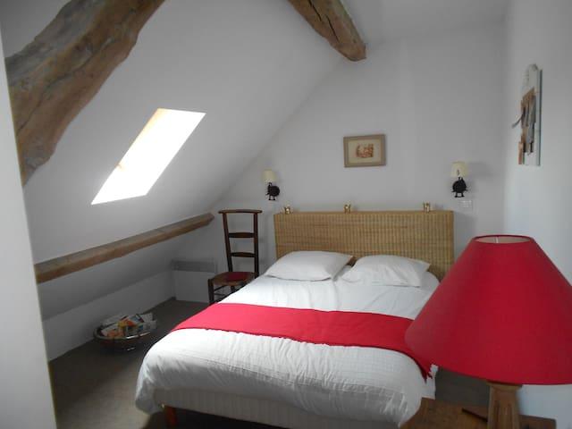 Chambre dans maison de charme - Vallières