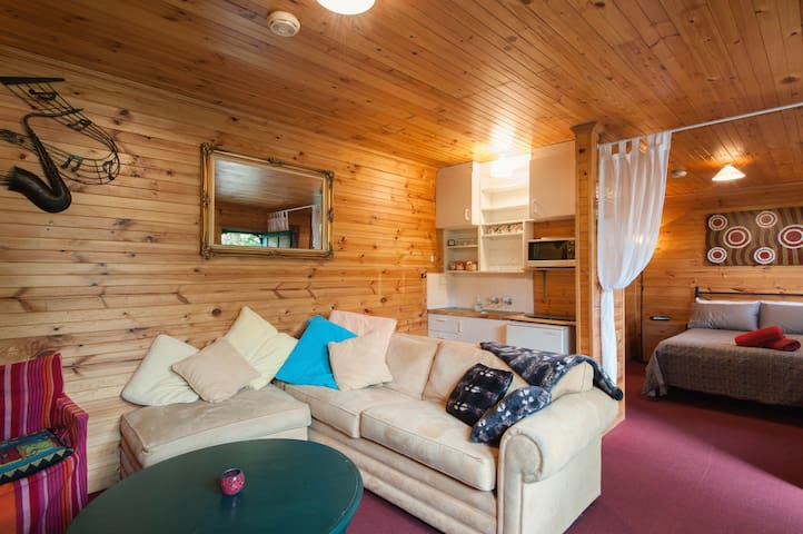 Self Contained Cottage Leichhardt! - Leichhardt - Hytte