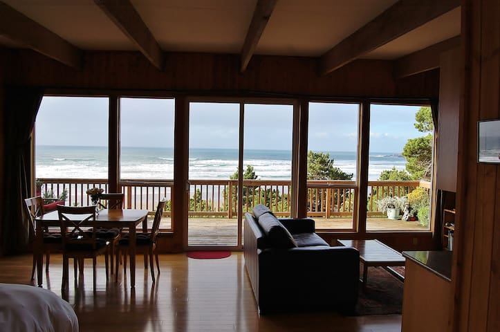 Oceanfront Cottage - Amazing Views! - Ньюпорт - Бунгало