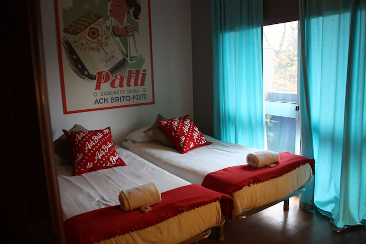 Double room in Surf House near the sea I - Porto - Bed & Breakfast