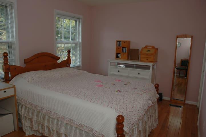 Private room in a family house - Olney - Ev