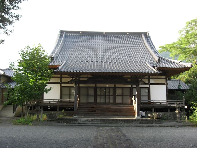 A 430-year old Buddhist temple. - Takachiho-chō