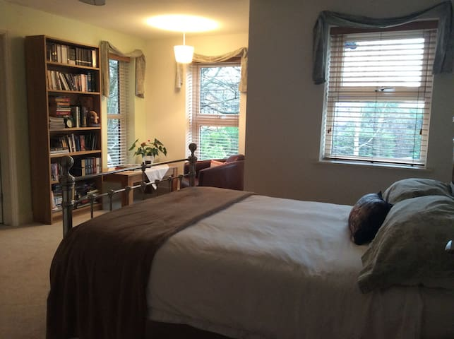 Spacious double room with en-suite  - Chafford Hundred - Pousada
