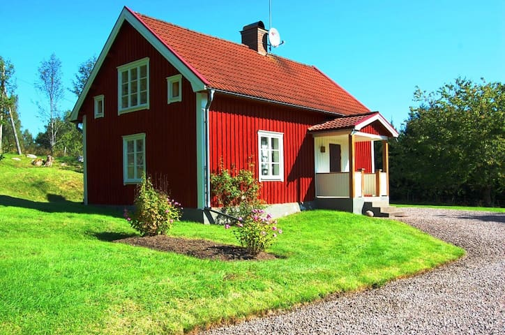 Cottage near the lake Sommen on the countryside - Ydre  - Ev