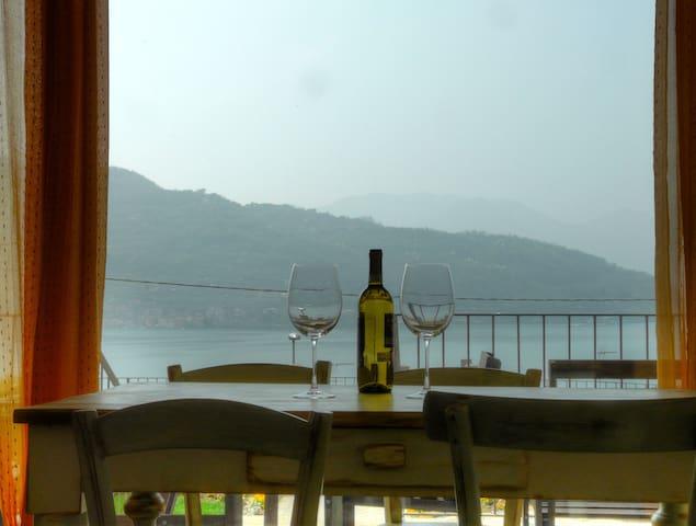 Apartment with beautiful view on Iseo Lake - Sale Marasino - Apartamento