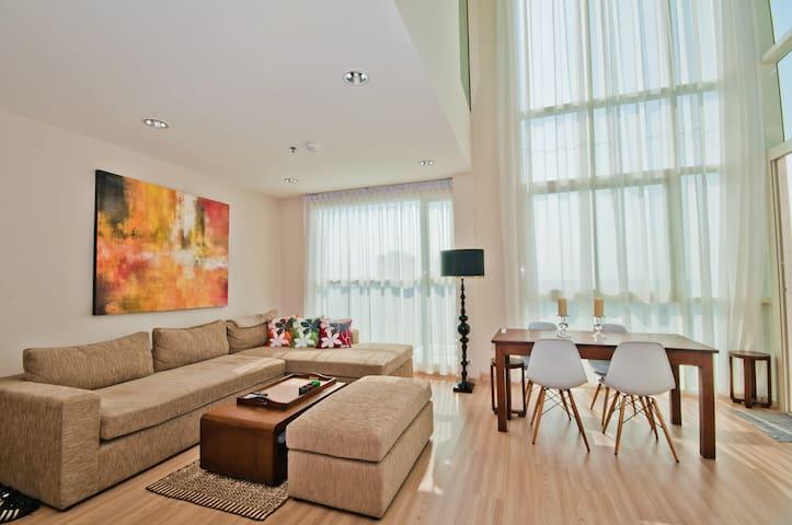 3 Bedr Penthouse with River Views, Free Wifi! - Khlong Ton Sai - Apartmen