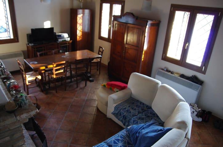 Casa nel bosco sul lago di Suviana - Badi - Huis