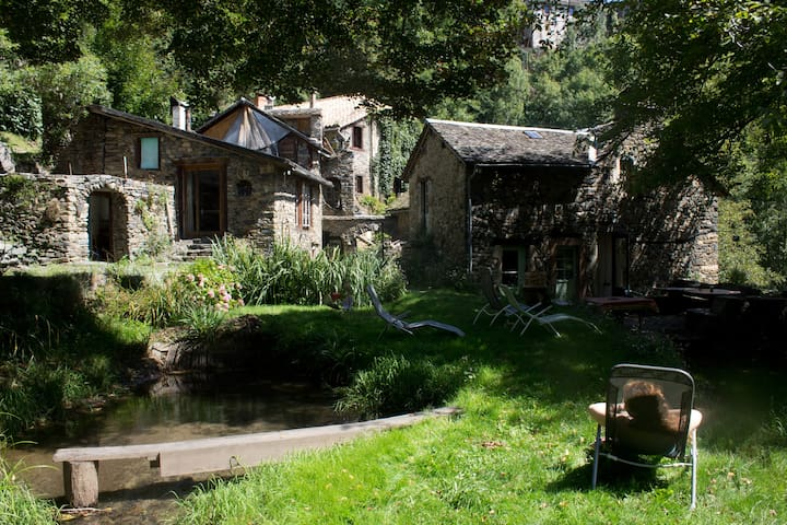 17-19th century Water Mill and its house - Ayssènes - Huis