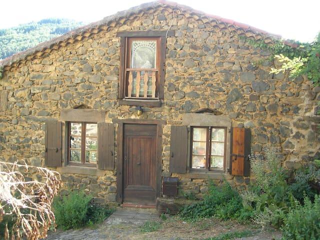 Stenen en hout huisje in de Auvergn - Chanteuges - Huis