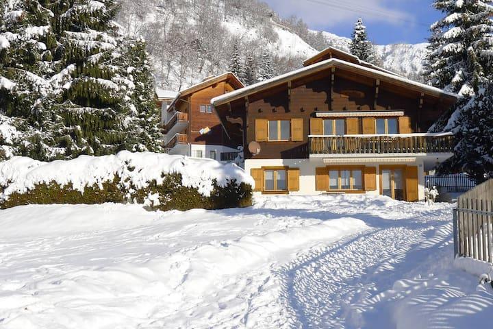Chalet Katja / Obere Wohnung - Blatten bei Naters - Haus