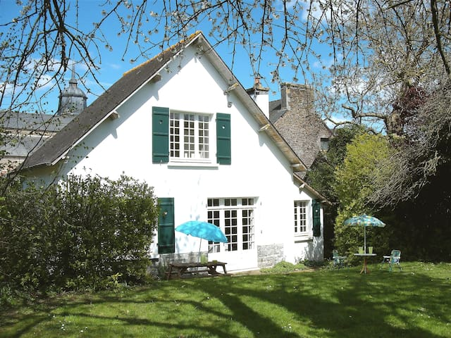 Cottage with large secluded garden in  Brittany - Plénée-Jugon - Ház