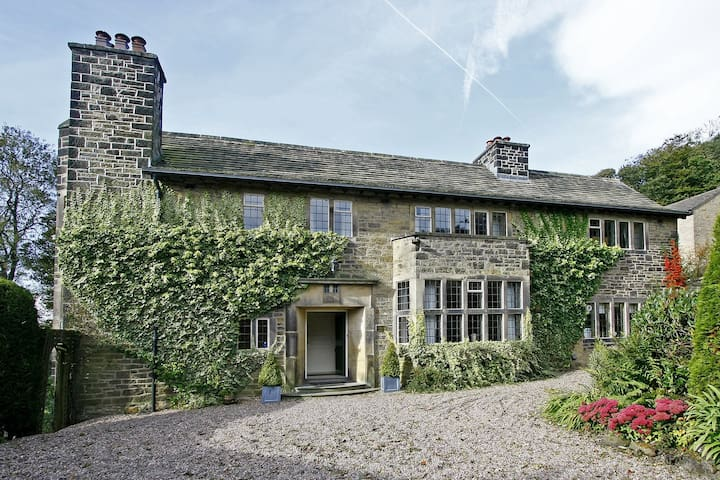 Large Detached House in Yorkshire - Thurlstone