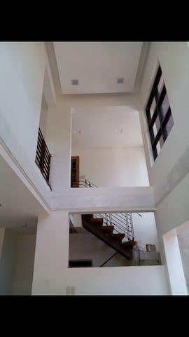 Spacious room w/attic for rent! - Los Baños - 家庭式旅館