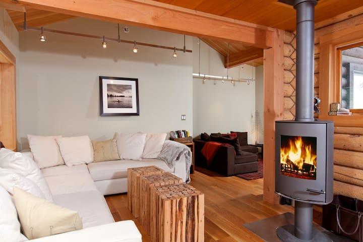 Modern, Rustic Cabin in the Woods - Wilson - Dům