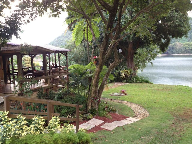 A Lake House Retreat !!! - Utuado - Hytte (i sveitsisk stil)