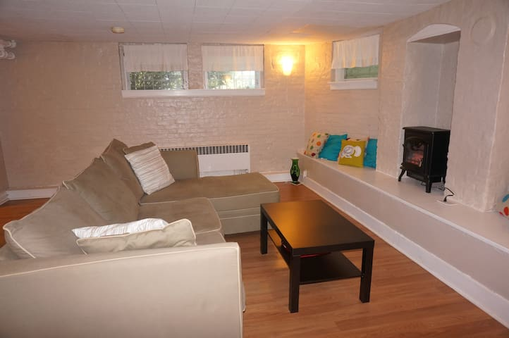 Spacious 1 bedroom apartment with private entrance - South Orange - Appartement