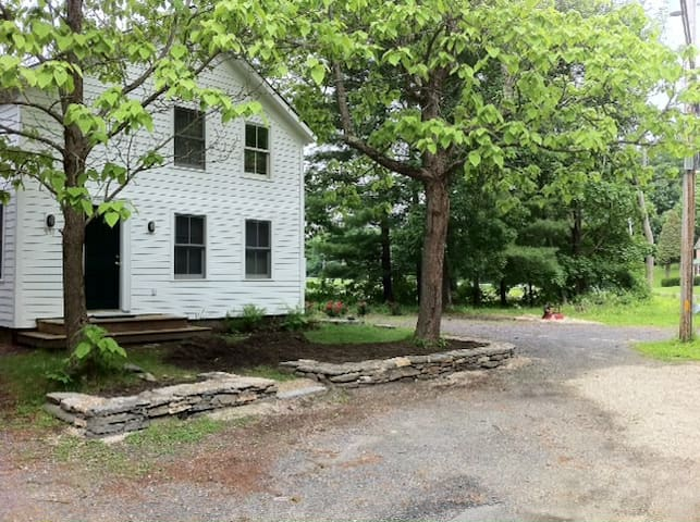 2 bdrm.Riverhouse in the Berkshires - Great Barrington - Lägenhet