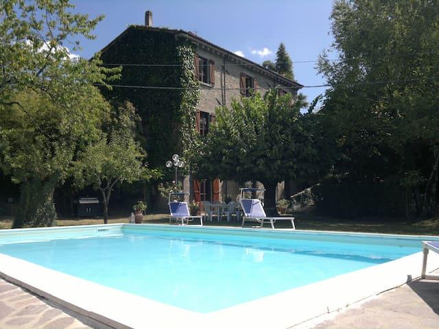 5 BR villa, private pool, garden, wifi, Tuscany - San Romano in Garfagnana - 別墅