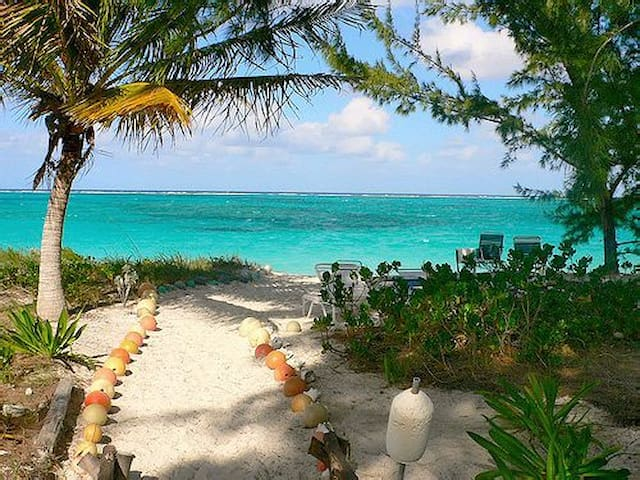 2-3BR Condo on Private 8 Mile Beach - North Caicos - Apartamento