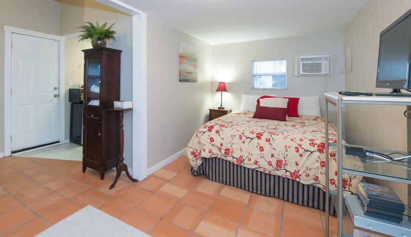 Private 1/1  Studio Cottage - Orlando