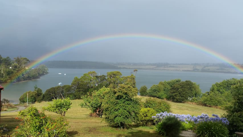 Tamar River Retreat, Tasmania - Kayena - Bed & Breakfast