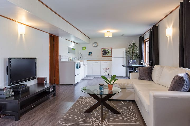 Private Suite with views - Port Moody