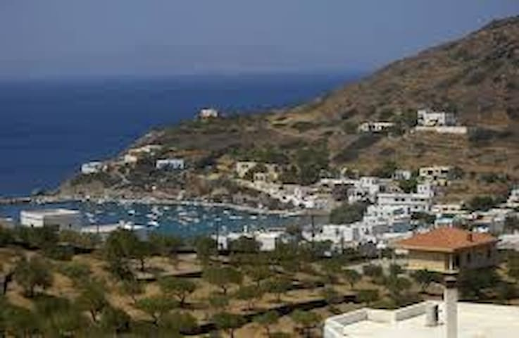 A small apartment with all.... - Siros
