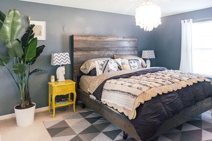 Large Quiet Bedroom Suite: King Bed - Independence - Haus