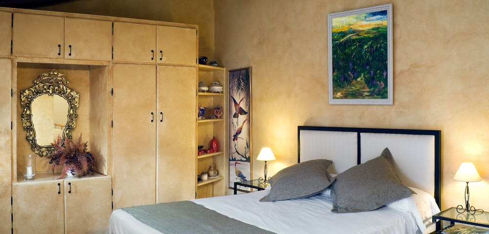 Room Abeto - Casa Pati de l´Albera - St Climent Sescebes - Bed & Breakfast