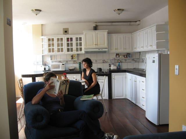 2 Bedroom Apartment 1: great views - Banos - Apartament