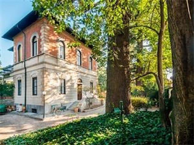Vintage allure in Legnano - Legnano - Villa