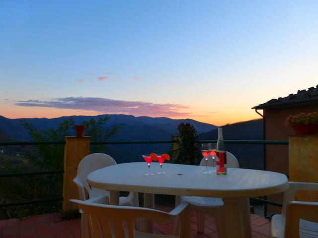 House With Panoramic Terrace - Bagni di Lucca