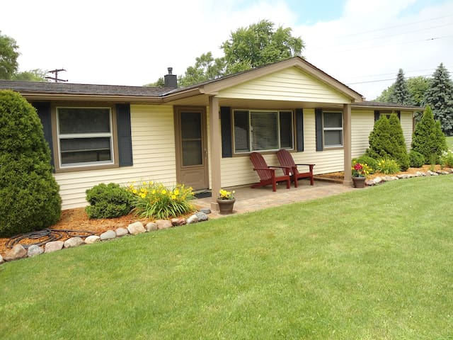 Peaceful ranch, centrally located! - Walled Lake - Hus