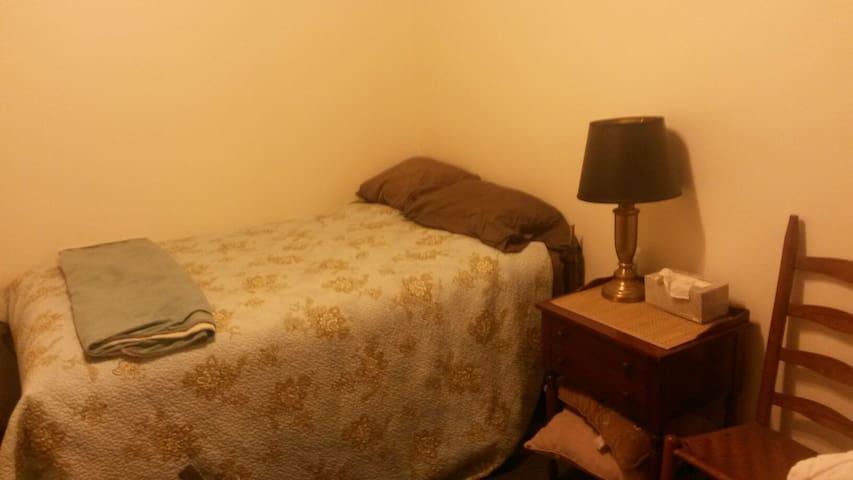 Comfy single bed Alternative Room - Coraopolis - Hus