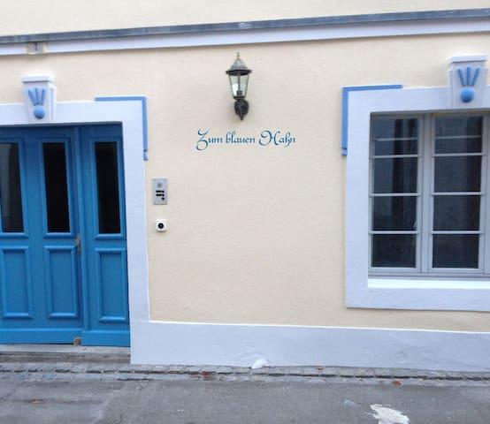 Romantisches Zimmer im blauen Hahn - Steckborn - Huis