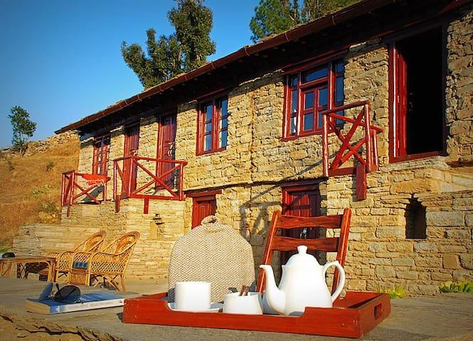 Itmenaan Estate In the Himalayas!! - Almora - Vila