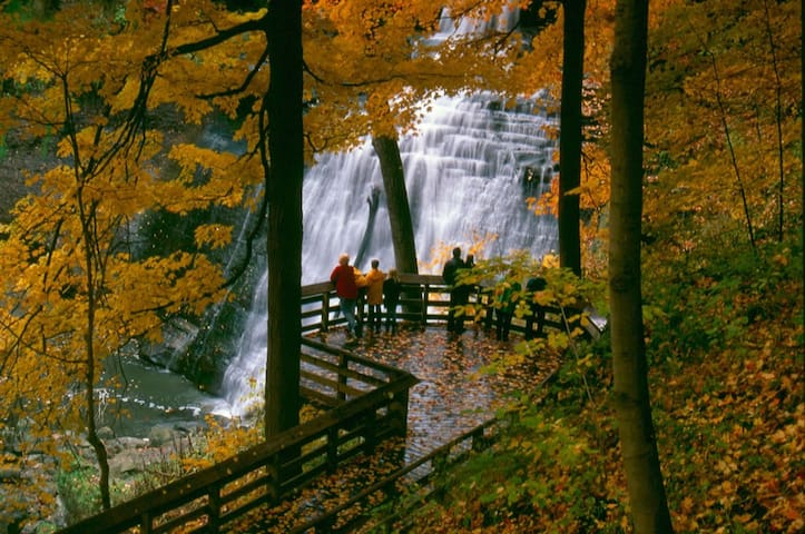 Brandywine Falls Hike, Bike & Relaxation Suite - Northfield - Byt