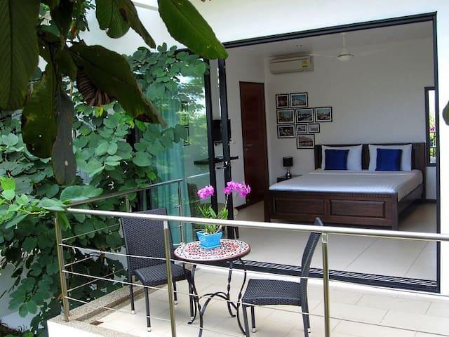 Bang Tao: Stylish new Bed&Breakfast - Phuket, Thailand - Aamiaismajoitus