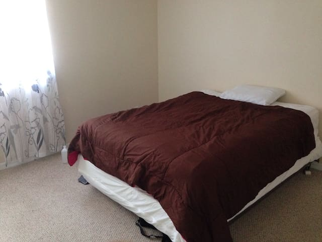 Master bed, private bath in Weston - Weston