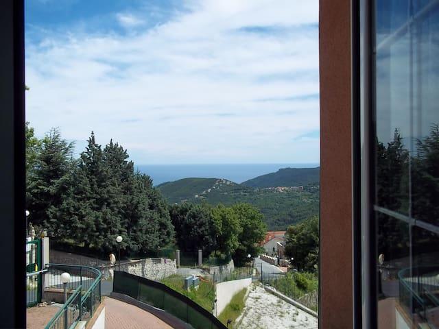 Room & Breakfast  con vista mare - Vezzi Portio - Bed & Breakfast