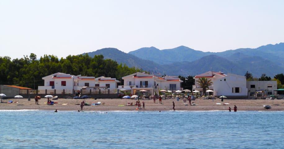 In villetta sulla spiaggia - Terme Vigliatore - Leilighet