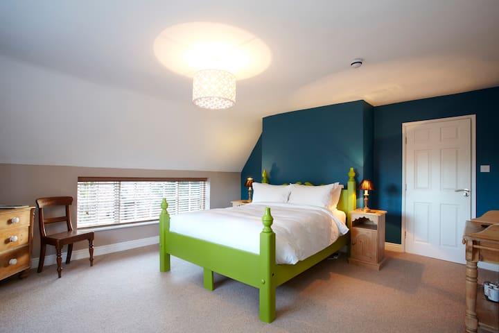 Room Name: Ducati @ Fantinos - Sowerby - 家庭式旅館