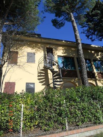 Mansarda all'interno casa campagna - Monteciccardo - Departamento