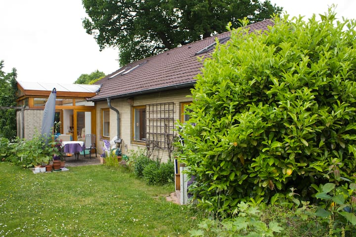 Quietly situated but close to Kiel - Kronshagen - Bungalow