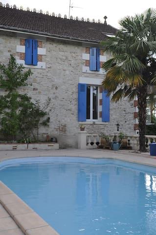 Cosy Studio, swimming pool and BBQ - Villeneuve-sur-Lot - 獨棟