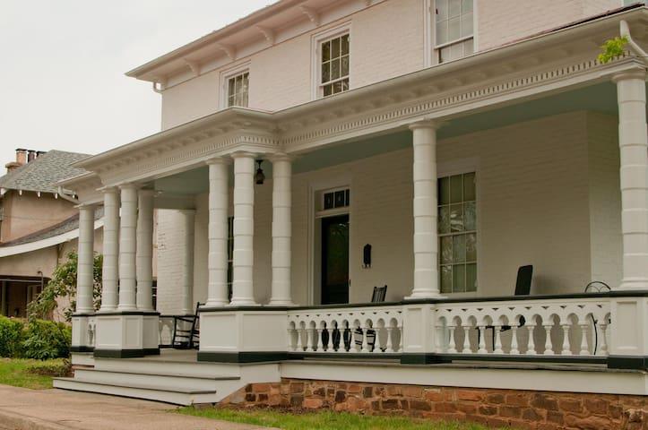 Historic Downtown Apt, 1870s House - Charlottesville - Leilighet